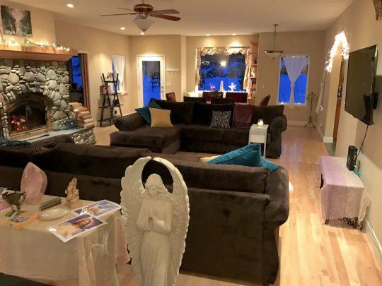 Mt Shasta Retreat Center - Living room